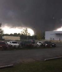 El tornado ha provocado cinco muertos, cientos de heridos y miles de desplazados.