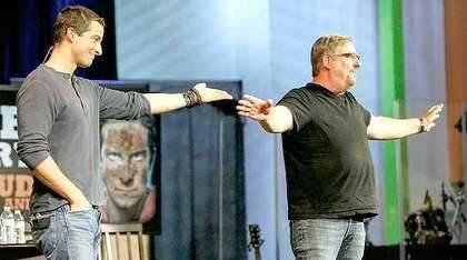 Grylls con Rick Warren en 2012