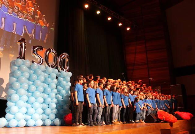 El coro evangélico de Marín, durante el programa. / DHofkamp,coro marin tvg nacer de novo