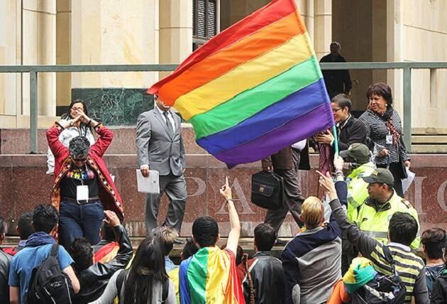 Grupos LGBT celebran la decisión del tribunal en Colombia. / El País,lgbt, ley, colombia