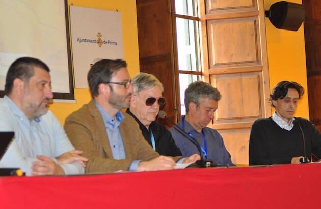 Apertura de las Jornadas, con José Hila Vargas (alcalde), Jesús Jurado (vicepresidente de Mallorca), Oscar Margenet (ARC PEACE), Xavier Codina (Arquitectos Sin Fronteras), y William Parker (traductor).,arc peace palma ciudad sostenible