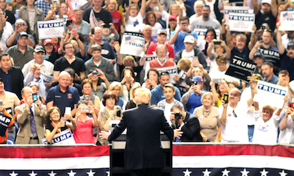 Gran parte de los votantes de Trump se definen como evangélicos, pero apenas asisten a la iglesia, según un sondeo de CNN.