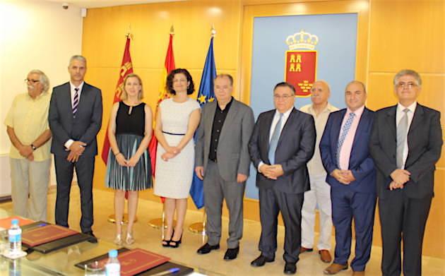 Miembros del gobierno autonómico y del Consejo Evangélico de Murcia presentes en la firma del protocolo. / CEMU,murcia evangelicos autonomia