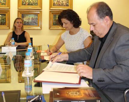 Firma del convenio. / CEMU