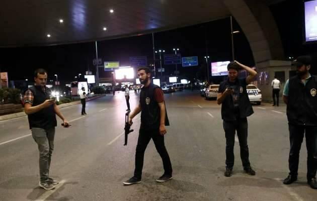 Policías turcos acordonan la zona del atentado / EFE,atentado turquía