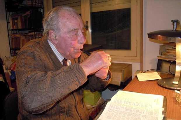 <p> Francisco Manzanas, en su casa, el pasado abril / El Peri&oacute;dico de Catalunya, David Manzanas</p> ,