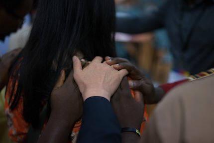 Momentos de oración unos por otros durante el encuentro. / Lausanne Movement