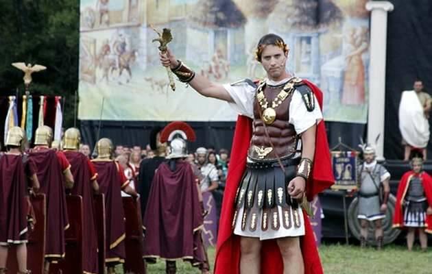 El emperador Augusto, en la escena de una película,César Augusto, Imperio Romano
