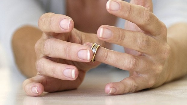 <p> En Espa&ntilde;a se registran m&aacute;s de 100.000 rupturas matrimoniales al a&ntilde;o. / Getty</p> ,