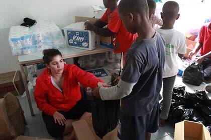 Preparando packs de ayuda. / GAiN España
