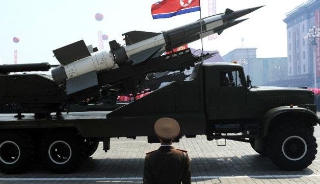 <p> Desfile militar en Corea del Norte, con presencia de misiles de medio alcance. / Pedro Ugarte, Getty.</p> ,