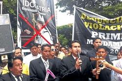 <p> Eduardo Mora lider&oacute; la manifestaci&oacute;n &quot;contra la idolatr&iacute;a&quot; cat&oacute;lica. / La Hora</p> ,
