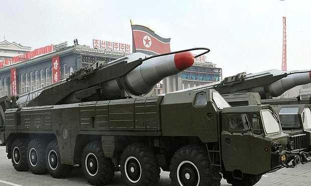 <p> Desfile militar con misiles en Corea del Norte</p> ,