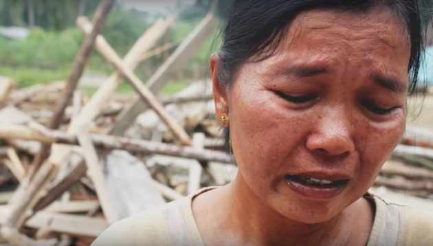 Una cristiana llora en India por la destrucción de la iglesia a la que asistía. / Open Doors,india persecucion