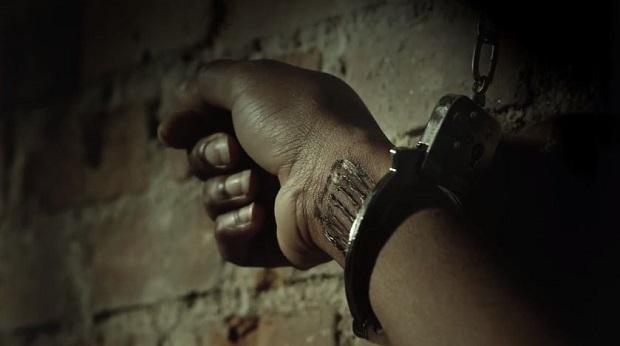 <p> Un fotograma extra&iacute;do de uno de los anuncios que la Polic&iacute;a ha comenzado a emitir contra la trata de personas. / Youtube</p> ,