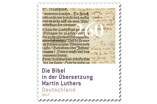 El sello muestra un extracto de Mateo 27 con anotaciones hechas por Martín Lutero. Cuesta 2,60 euros.,sello reforma lutero