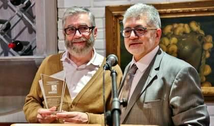 Muñoz Molina con la estatuilla del Premio junto a P. Tarquis
