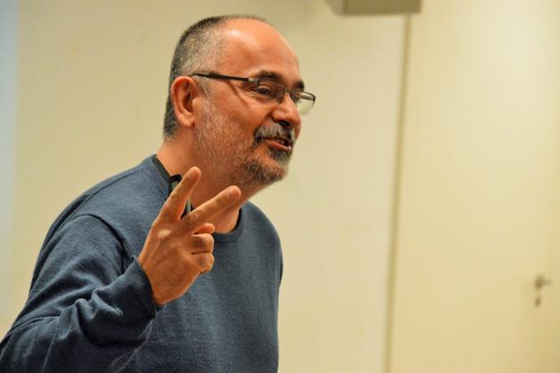 Daniel García, impartiendo un seminario sobre testimonio en el lugar de trabajo, en Terrassa. / J. Torrents,daniel garcia