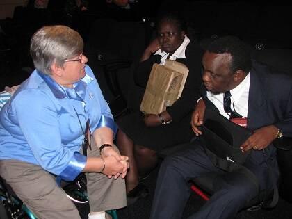 Thérèse en el congreso del Movimiento Lausana en Ciudad del cabo en 2010, con representantes de la Misión africana para ciegos.