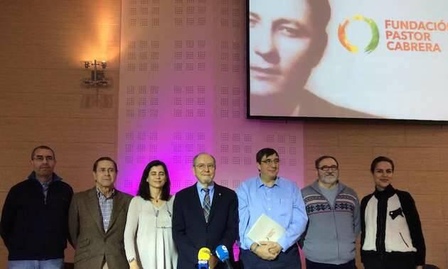 Los miembros de la Fundación, con la imagen de Pastor Cabrera y el logo de la entidad.,Fundación Dénia, Pastor Cabrera