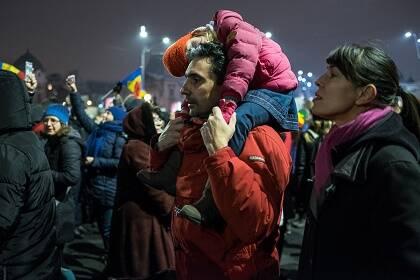 Miles de personas se están uniendo a las protestas diarias. / I. Moldovan