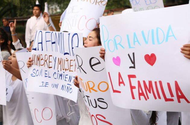 Manifestación por la vida y la familia en México, en septiembre de 2016.,mexico familia ideologia de genero