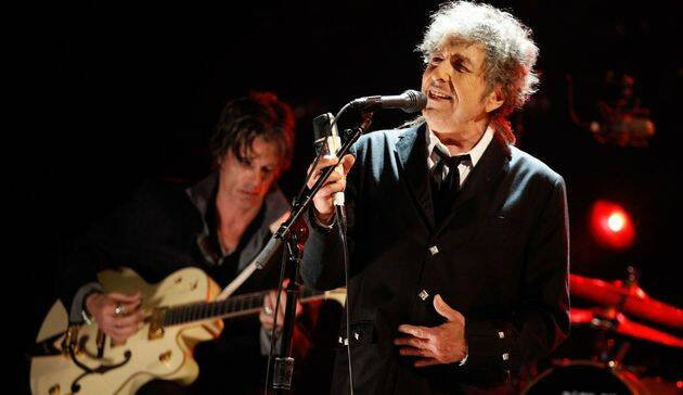 Los aspirantes a estrella de la canción que querían ser Elvis Presley desearan, a partir de los 60, convertirse en nuevos Bob Dylan.,
