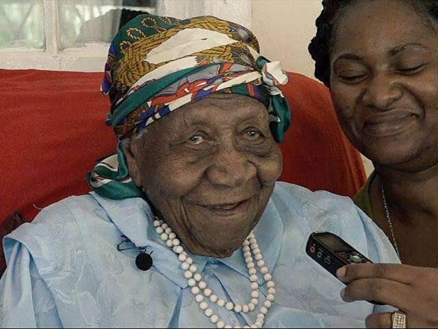 Violet Mosse-Brown, atendiendo a la prensa el día de su homenaje. / MundoCristiano.tv,