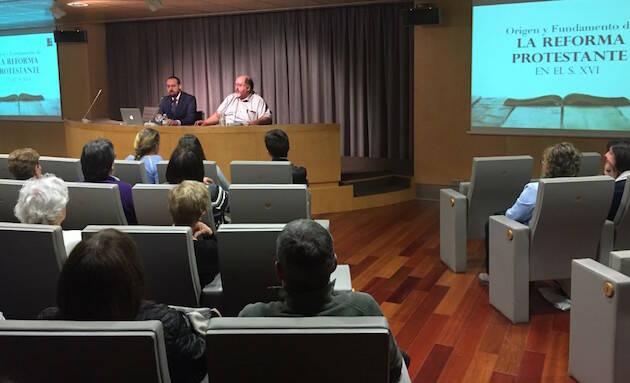 Un momento de la conferencia impartida por Heber Torres sobre el origen de la Reforma.,Heber Torres reforma