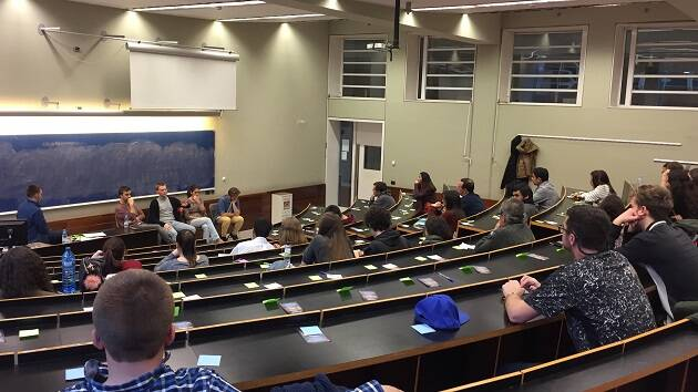 La actividad 'Interroga a un cristiano' en la Universidad Pompeu Fabra de Barcelona. / GBU Barcelona,