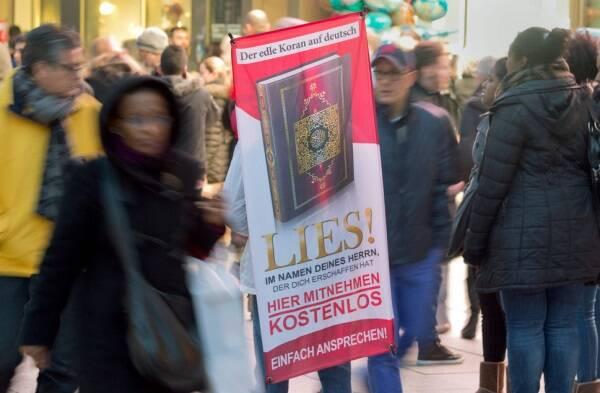 Imagen de la campaña en marcha en Suiza para fomentar la lectura del Corán.,coran islam suiza