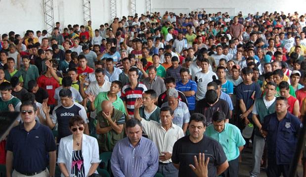 <p> Reuni&oacute;n evangel&iacute;tica organizada por Remar en la c&aacute;rcel de Tacumb&uacute;, en 2012. / Remar Paraguay</p> ,
