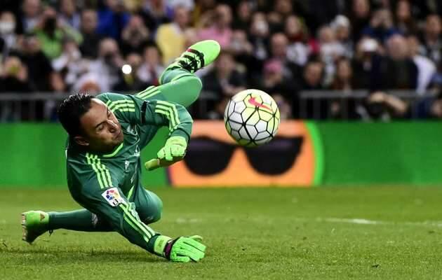 K. Navas para un penalti durante un partido del Real Madrid / Marca,Keylor Navas, Real Madrid