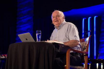 John Lennox expuso sobre el libro de Hechos. / ELF