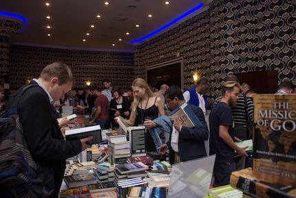 La librería dispone de recursos para el ministerio, a precio reducido. / ELF