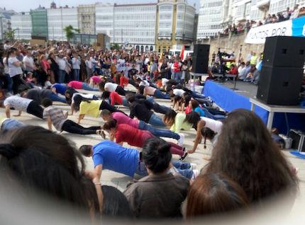 Varios jóvenes hicieron un flashmob.