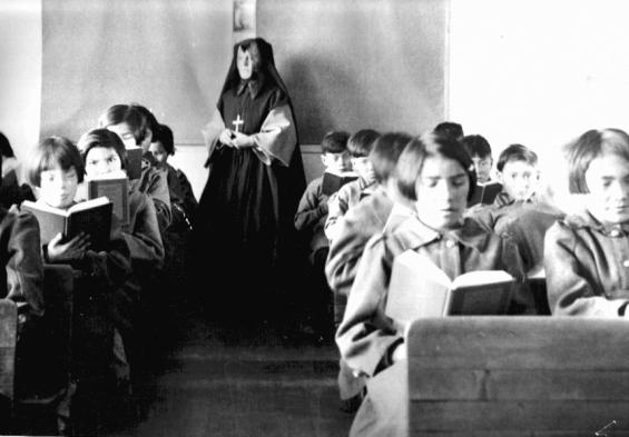 Estudiantes aborígenes en una de las escuelas católicas en Albany, en la década de 1940. ,