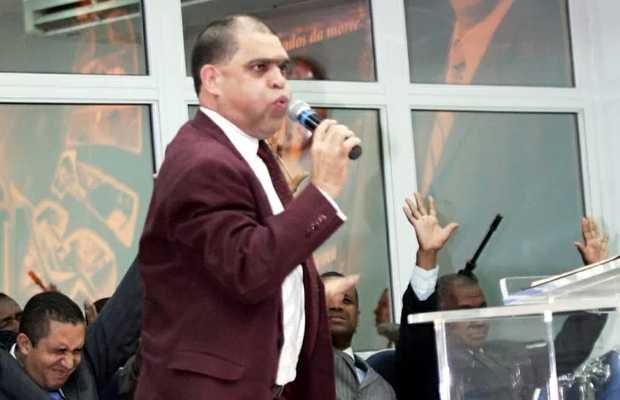 <p> Marcos Pereira da Silva en una celebraci&oacute;n religiosa</p> ,