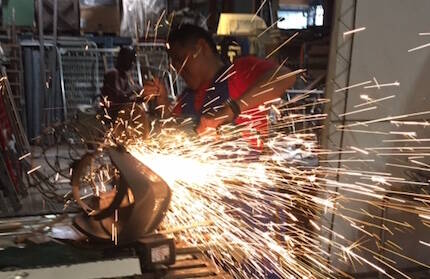 Héctor, trabajando el hierro. / V. Rossato