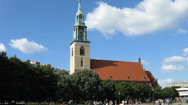 La Iglesia Protestante de Berlín fue la primera en Alemania en celebrar bodas entre homosexuales.,