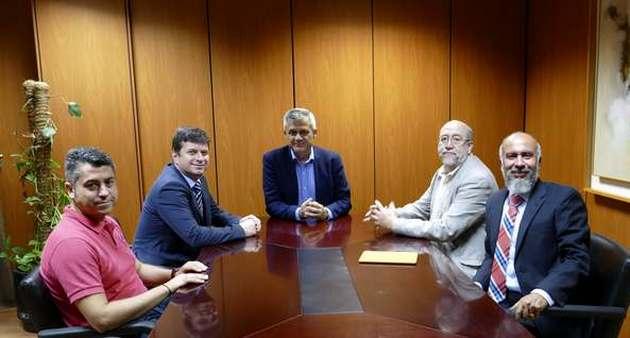 El alcalde de Móstoles en el centro. A la derecha los pastores J. Cerezo y J. Villarreal / Roberto Lucas,evangélicos Móstoles, Cerezo Villarreal