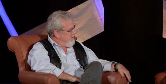 Jay Smith, durante la entrevista realizada por Peter Saunders en el European Leadership Forum de 2016. / FOCL.org,