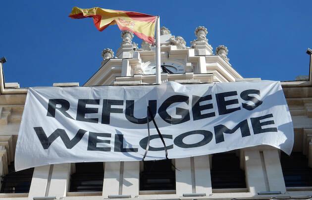 Pancarta de acogida de refugiados en la Comunidad de Madrid. / Beth M52, Flickr,