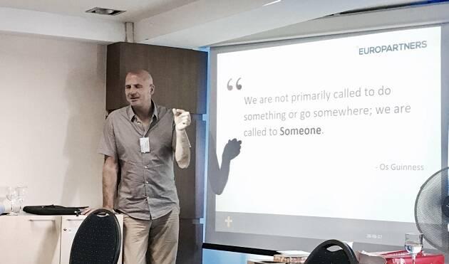 Ron Zwaan en una sesión del curso en Rumanía.