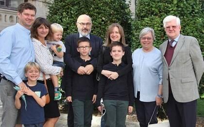 Stuart Park con su esposa, hijos, nietos, yerno y nuera (foto de MGala)