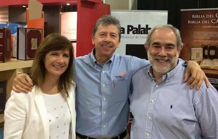 José Luis Andavert y su esposa Dámaris, junto a Harold Segura. / SB
