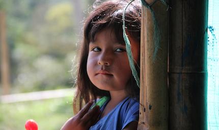 Los niños de familias indígenas cristianas perseguidas en Colombia sufren también discriminación. Foto: Puertas Abiertas