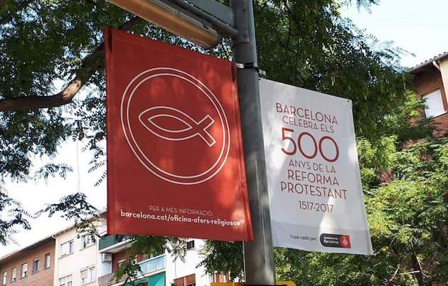 Una de las banderolas que luce en la ciudad de Barcelona. / Samuel Aran, twitter,