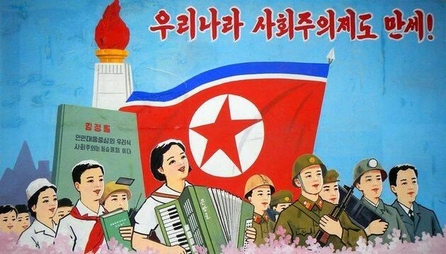 Cartel propagandístico norcoreano. / Puertas Abiertas,