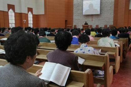 """Dentro de una """"iglesia escaparate"""" en Corea del Norte. / Puertas Abiertas"""